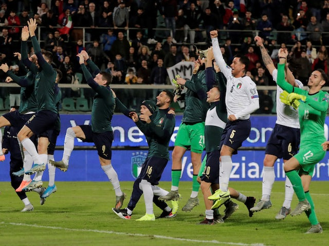 Italy players celebrate qualifying for Euro 2020 in November 2019